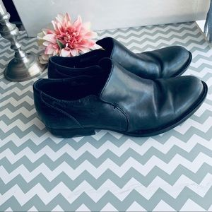 BORN black leather ankle boots Size 7.5